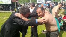 MHP'liler Uzundere Güreş Şenliğinde