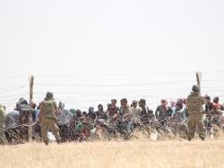 15 bin Türkmen sınıra dayandı