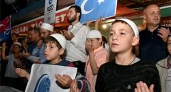Türkleri için dua ve protesto!