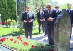 Türkeş'in mezarında dua ettiler!