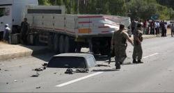 Polis aracı TIR'a çarptı