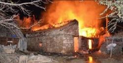 İspir'de 3 ev ve 4 ahır kül oldu!