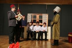 """Resimli Osmanlı Tarihi"""" adlı oyunu sahnelediler"""