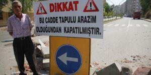 """Tapulu Arazim"""" Deyip Yolu Trafiğe Kapattı"""