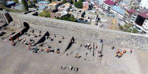 Tarihi Erzurum Kalesi'nde Kazı Çalışmaları Sürüyor