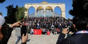 Mescid-i Aksa'da Türk bayrağı!