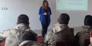 Erzurum 'da Mehmetçiğe 'Bilinçli Medya Kullanımı' eğitimi