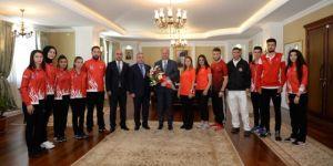 Milli Sporculardan Vali Azizoğlu'na Ziyaret