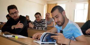 """""""Muhabir"""" Kitabı Gazetecilik Öğrencilerinin Temel Kaynağı Oldu"""