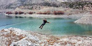 Göl Üzerinde Zipline Keyfi