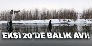 Kars'ta eksi 20'de balık avlıyorlar