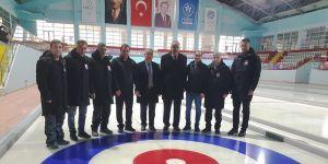 Curling salonu liglere hazır