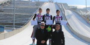 Erzurum'da Okullar Arası Kayakla Atlama Yarışması nefes kesti