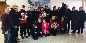 EYOF Fatihi çiçeklerle karşılandı