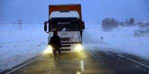 Ardahan-Erzurum kara yolu ulaşıma açıldı