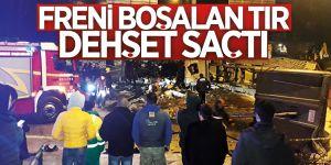 Erzurum'da Frenleri boşalan tır 2 otomobili hurdaya çevirdi