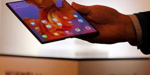 Huawei yeni katlanabilir telefonu Mate X'i satışa çıkardı