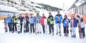 ETÜ öğrencilerine kayak kursu