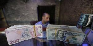 Reuters'tan beklenti anketi: Dolar/TL'de altı ay sonra ne bekleniyor?
