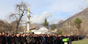Tortum'da Cenaze cemaati köye sığmadı