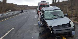 Oltu'da Trafik kazası: 3 yaralı