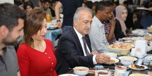 Rektör Çomaklı öğrencilerle iftar sofrasına buluştu
