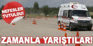 Ambulans sürücüleri zorlu parkurlarda zamanla yarıştı