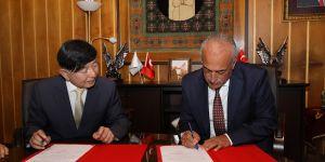 Chonnam Üniversitesi ile tüm bölümleri kapsayan iş birliği anlaşması imzalandı