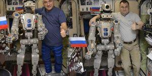 Uzaya gönderilen ilk insansı robot dünyaya döndü