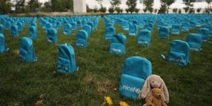 Okul çantaları 'mezar taşı' oldu!