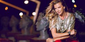 Podyuma mayoyla çıkan Ivana Sert'ten rap performansı