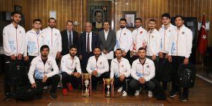 Atatürk Üniversitesi yeniden madalya şampiyonu