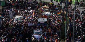 Bolivya'da cenazeleriyle yürümek isteyen protestoculara müdahale