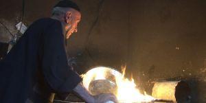 Kalaycı Fahrettin Usta 60 yıldır bakırı sevgiyle parlatıyor