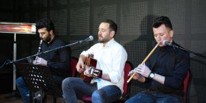 Öğrencilere sınavlar öncesi şiirli şarkılı motivasyon