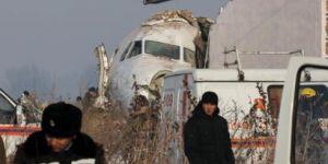 Kazakistan'da içinde 100 kişinin bulunduğu yolcu uçağı düştü