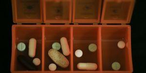 Yaşlılara 'salgın sürecinde ilacınızı hekiminize danışmadan değiştirmeyin' uyarısı