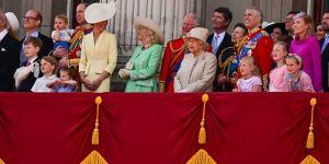 Kraliyette korona gelenekleri alt üst etti