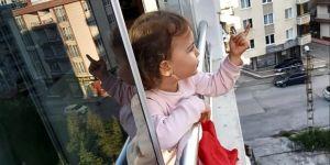 2,5 yaşındaki minik Derin'den yasağa uymayanlara şirin tepki: