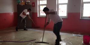 Selin vurduğu okul fedakar öğretmenler tarafından temizlendi