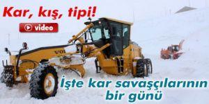 """Erzurum'da """"kar timleri"""" yolları açmak için gece gündüz çalışıyor"""