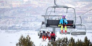Palandöken Kayak Merkezi, ilkbaharda da kayakseverleri ağırlıyor