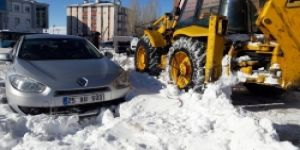 Çat'ta karla mücadele başladı!