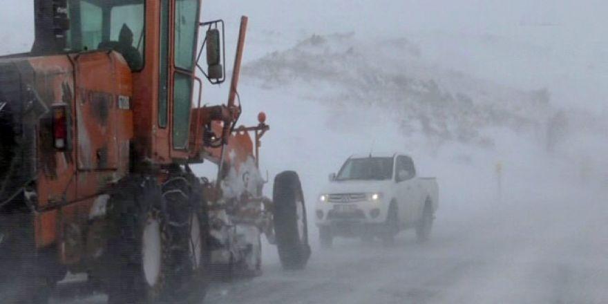 Ardahan'da araçlar mahsur kaldı