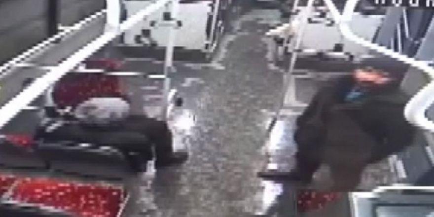 Van'da Türk bayrağına saldıran şahsı böyle dövdüler