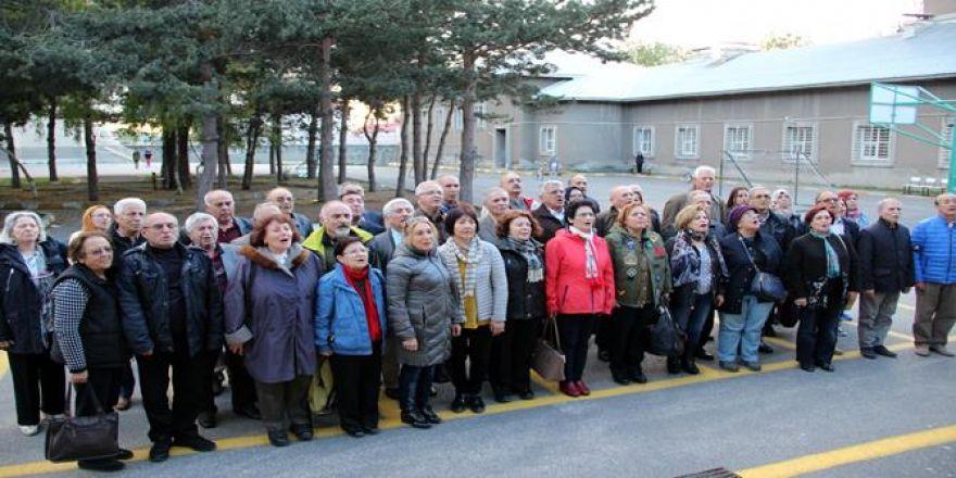 50 Yıl Önce Mezun Oldukları Lisede Buluştular