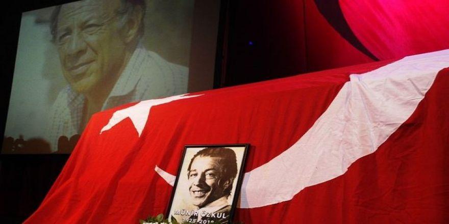 'Mahmut Hoca' bu sloganlarla uğurlandı...
